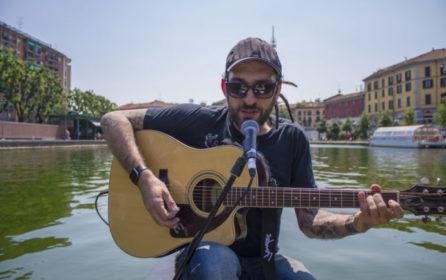 """Un live col boat, ecco il video de """"Il tempo di un caffè"""" in acustico"""